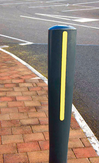 HC2101 Bollard with Strip